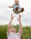 Het Spelen van de vader en van de Zoon Royalty-vrije Stock Afbeelding