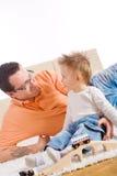 Het spelen van de vader en van het kind Stock Foto's