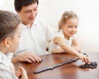 Het spelen van de vader met kinderen Royalty-vrije Stock Afbeelding
