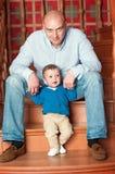 Het spelen van de vader met zijn zoon Royalty-vrije Stock Fotografie