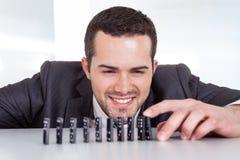 Het spelen van de zakenman domino Royalty-vrije Stock Afbeelding