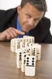 Het Spelen van de zakenman Domino's Royalty-vrije Stock Fotografie
