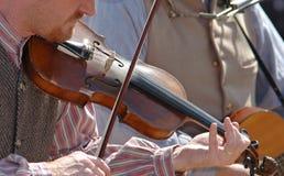 Het spelen van fiddle Royalty-vrije Stock Afbeeldingen
