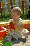 Het spelen van het kind met speelgoed stock afbeelding