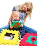 Het spelen van het mamma en van de zoon Royalty-vrije Stock Afbeeldingen