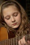 Het spelen van het meisje gitaar Royalty-vrije Stock Afbeelding