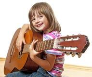 Het spelen van het meisje gitaar Stock Foto
