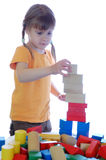 Het spelen van het meisje met blokken Stock Afbeelding