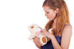 Het spelen van het meisje met teddybeer royalty-vrije stock foto