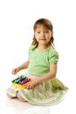 Het spelen van het meisje op xylofoon royalty-vrije stock foto