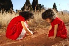 Het spelen van kinderen Stock Afbeeldingen