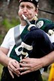 Het spelen van Scotsman Doedelzak Stock Foto's
