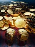 Het het spelspel van de Bitcoinbel met gouden dobbelt Royalty-vrije Stock Foto