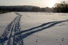 Het spoor van de ski op sneeuwgebied Stock Afbeelding