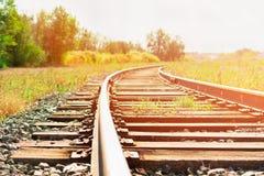 Het spoor van de spoorweg bij zonsondergang royalty-vrije stock afbeeldingen