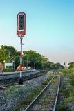 Het spoor van de spoorweg met waarschuwingslicht Royalty-vrije Stock Fotografie