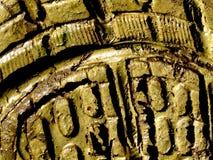 Het spoor van het overdrukplaatje in modder stock afbeelding
