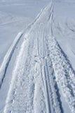 Het spoor van Skidoo in de sneeuw Stock Foto