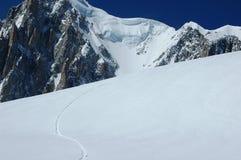 Het spoor van Snowboard op MT Blanc Stock Foto's