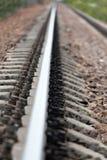 Het spoorwegspoor die verafgelegen weggaan royalty-vrije stock foto's