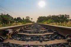 Het spoorwegspoor gaat door Stock Foto's
