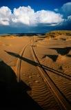 Het spoorzonsondergang van de woestijn Stock Foto's