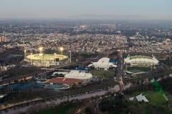 Het sportieve gebied van Melbourne van de Veenmolgrond van Melbourne door Yarra Stock Foto