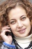 Het spreken door mobiele telefoon Royalty-vrije Stock Foto's