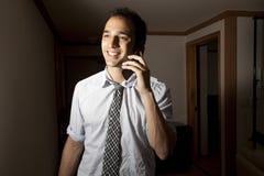 Het spreken op Cellphone Royalty-vrije Stock Afbeelding