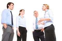 Het spreken van zakenlieden en van onderneemsters stock fotografie