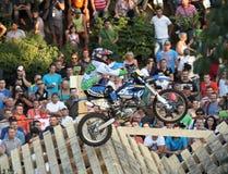 Het springen met de motorfiets Stock Afbeelding