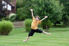 Het Springen van de jongen Stock Afbeeldingen