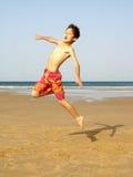 Het springen van de jongen Royalty-vrije Stock Afbeeldingen