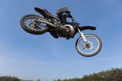 Het springen van de motorfiets Royalty-vrije Stock Afbeeldingen