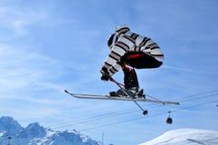 Het springen van de skiër Stock Afbeelding