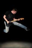 Het Springen van de Speler van de gitaar Stock Afbeelding