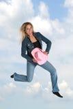 Het Springen van de Vrouw van de blonde royalty-vrije stock afbeeldingen
