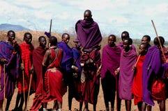Het springen van Masai Stock Afbeeldingen