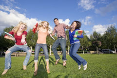 Het Springen van studenten Stock Foto's