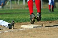 Het springen voor de bal. Stock Foto