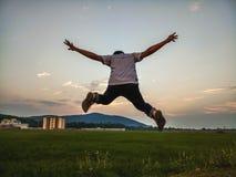 Het springen in Vreugde Stock Fotografie