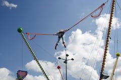 Het springende meisje van Bungee Royalty-vrije Stock Fotografie
