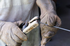 Het staal van lasserswelding sparks in fabriek Royalty-vrije Stock Fotografie