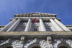 Het Stadhuis dat van San Francisco de Vlag van het Team van de Voetbal 49er's toont Royalty-vrije Stock Foto