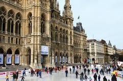Het stadhuis en de ijsbaan van Wenen Stock Foto's