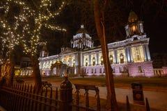 Het Stadhuis van Belfast met Kerstmisdecoratie stock afbeelding