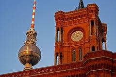 Het stadhuis van Berlijn en televisietoren Stock Afbeeldingen