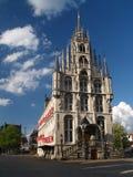 Het stadhuis van de de 15de eeuwstad van Gouda in de zomertijd. Stock Foto