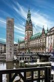 Het stadhuis van Hamburg en rivier, Duitsland Royalty-vrije Stock Foto