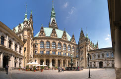Het stadhuis van Hamburg, terras Royalty-vrije Stock Afbeelding
